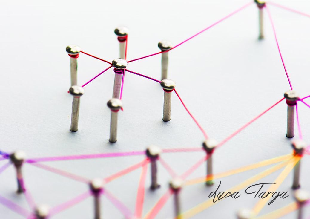 Puntine e fili colorati